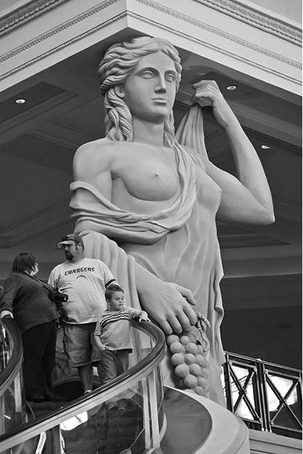 Family with Statue in Caesars Palace
